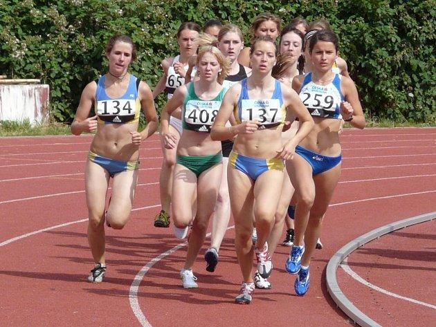 Domažlická atletka Kateřina Beroušková zvítězila na víkendovém domácím šampionátu dorostenek v pražském Edenu v běhu na 1500 metrů.