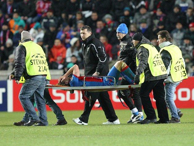 Petr Jiráček opouštěl hrací plochu na nosítkách. Zranění naštěstí není vážné