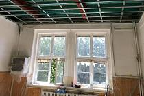 Na konci minulého týdne byla dokončena oprava stropních konstrukcí v litické základní škole.