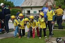 Malí hasiči z Mrtníku na startu při hasičských závodech
