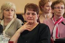 Mezi šestnácti oceněnými pracovníky v sociálních službách byla také Květuše Bartásková (uprostřed)
