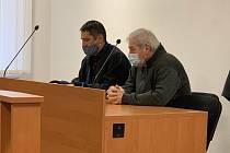 Obžalovaný Josef Szajkó u Okresního soudu Plzeň-sever.