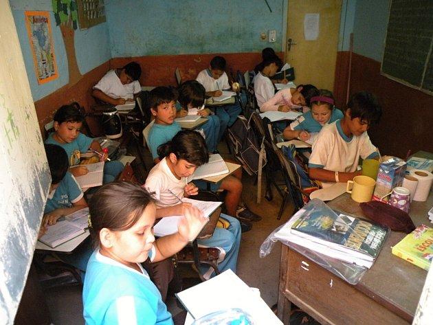 Středisko rozvojové spolupráce loni umožnilo zhruba 800 dětem učit se v důstojnějším prostředí.