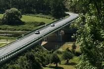 Dolanský most přes řeku Berounku