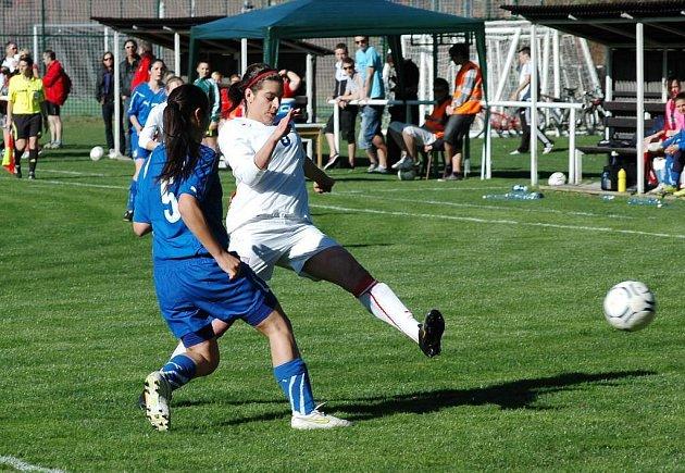 Fotbalisty České republiky U17 remizovaly v sobotu 9. dubna 2011 v prvním utkání kvalifikace o postup na ME ve ZRuči u Plzně s Itálií 1:1