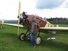 Marcel Sezemský po replice Avie BH-1 postavil i tento letoun BH-5.