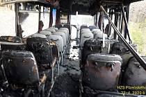 Požár autobusu mezi Kašperskými Horami a Žlíbkem