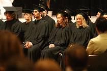 Promoce absolventů právnické fakulty v plzeňském Domě kultury Inwest