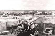 Město Plzeň a zdejší strategické cíle jako byla zbrojovka Škoda nebo železniční uzel bránily desítky hlavní děl od Flakuntergruppe Pilsen. Snímek pořízený ve Vejprnicích u Plzně v létě 1945.
