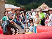 Farmářské slavnosti o víkendu ukázaly život na biofarmě v Nežichově