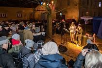 Zpívání koled ve Městě Touškově