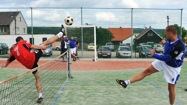 Souboj mezi Litohlavy a Tachovem (v modrém) skončil těsným vítězstvím domácího týmu v poměru 4:3. Oba týmy nasbíraly v dosavadním průběhu krajského přeboru čtrnáct bodů