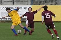 V utkání 7. kola fotbalového městského přeboru porazila Doubravka B (ve žlutém) plzeňskou Spartu 1:0.