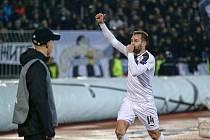 Obránce Radim Řezník slaví vyrovnávací trefu do sítě Partizanu.