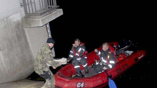 Muže, který skočil do Borské přehrady, se bohužel nepodařilo zachránit.