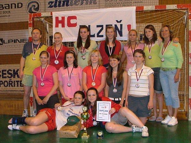 Mladší dorostenky házenkářského HC Plzeň vybojovaly na mistrovství republiky ve Zlíně stříbrné medaile