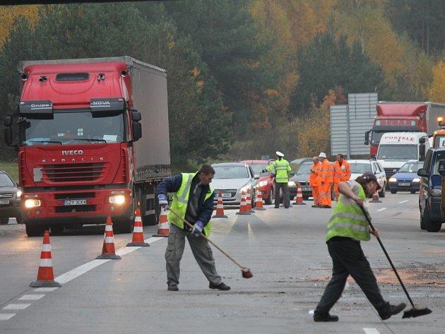 Odstraňování následků nehody na dálnici D5