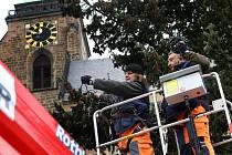 Zdobení vánočního stromu na náměstí Republiky v Plzni