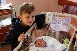 Novorozený Jiří Šmídl s bráškou Míšou