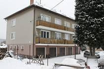Otakar S. bydlel od prosince v podkroví bytového domu v Čeminech. Místní lidé se s ním neznali