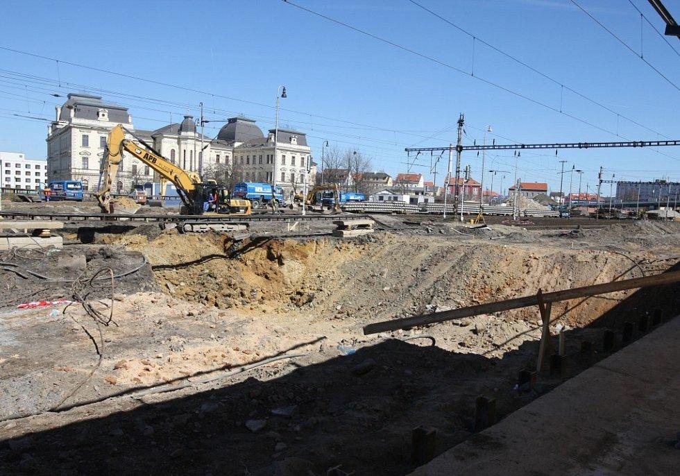 Výstavba podchodu u hlavního nádraží v Plzni