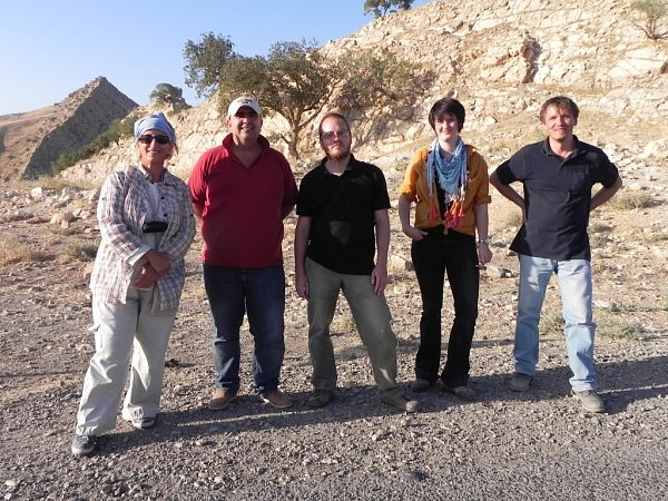 Čtveřice odborníků se snaží zachránit cenné historické objekty vMosulu a vytváří interaktivní mapy. Zprava je Karel Nováček, Lenka Starková, Hynek Švácha a  jejich kurdští kolegové