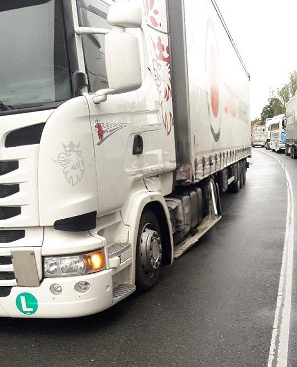 Střet kamionu a dodávky na výjezdu z Kasejovic