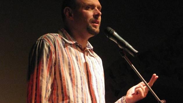 Komici z pořadu Na stojáka Iva Pazderková, Josef Polášek, Miloš Knor a pan Karel vystoupili ve čtvrtek v Plzni v Buena Vista Clubu