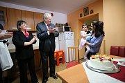 Prezidentský pár na návštěvě dětského domova v Plané