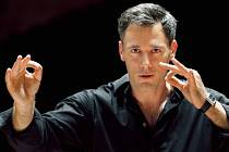 Charles Olivieri-Munroe bude  ve čtvrtek 24. března dirigovat  v Měšťanské besedě závěrečný koncert Smetanovských dnů