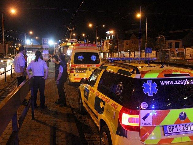 Na zastávce Hlavní nádraží došlo k tragické události.
