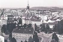 Nejen názvy, ale hlavně podoba ulic je jiná, třeba U Zvonu byl po povodních 2002 kvůli narušené statice stržen dům, v němž kdysi František Křižík vynalezl obloukovou lampu
