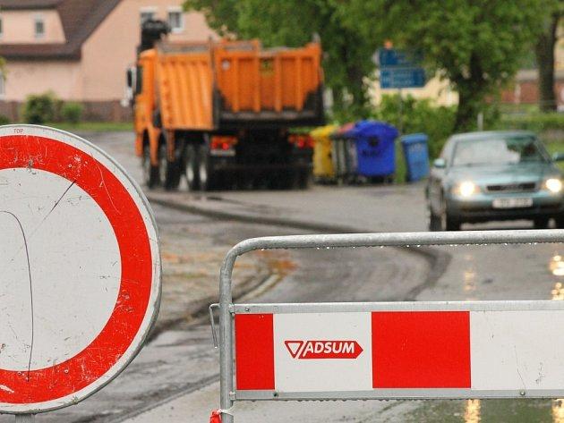 Uzavírka silnice ve Zruči