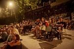 Zahájení Filmových večerů na náplavce filmem Samotáři.