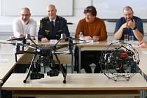 Drony plzeňské Správy informačních technologií, kterou zřizuje a financuje město Plzeň, jsou jako první v republikce začleněny do IZS. Drony pomáhají i profesionálním hasičům v celém Plzeňském kraji.