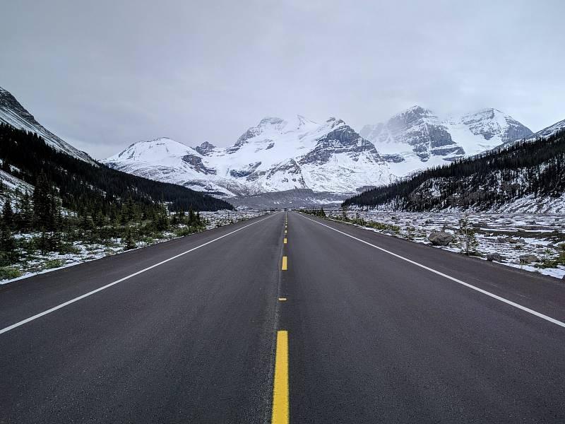 Putování po Skalnatých horách v Kanadě.