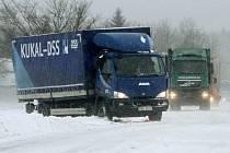 Uvízlé kamiony na silnici I/20 z Plzně do Karlových Varů