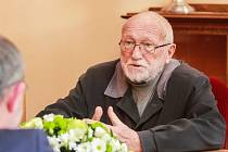 Profesoru Zdeňku Mračkovi pogratuloval k jeho nedávným 86. narozeninám současný plzeňský primátor Martin Zrzavecký