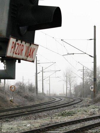 Chrástecké trati. Dvojkolejná na Plzeň a jednokolejná do Radnic