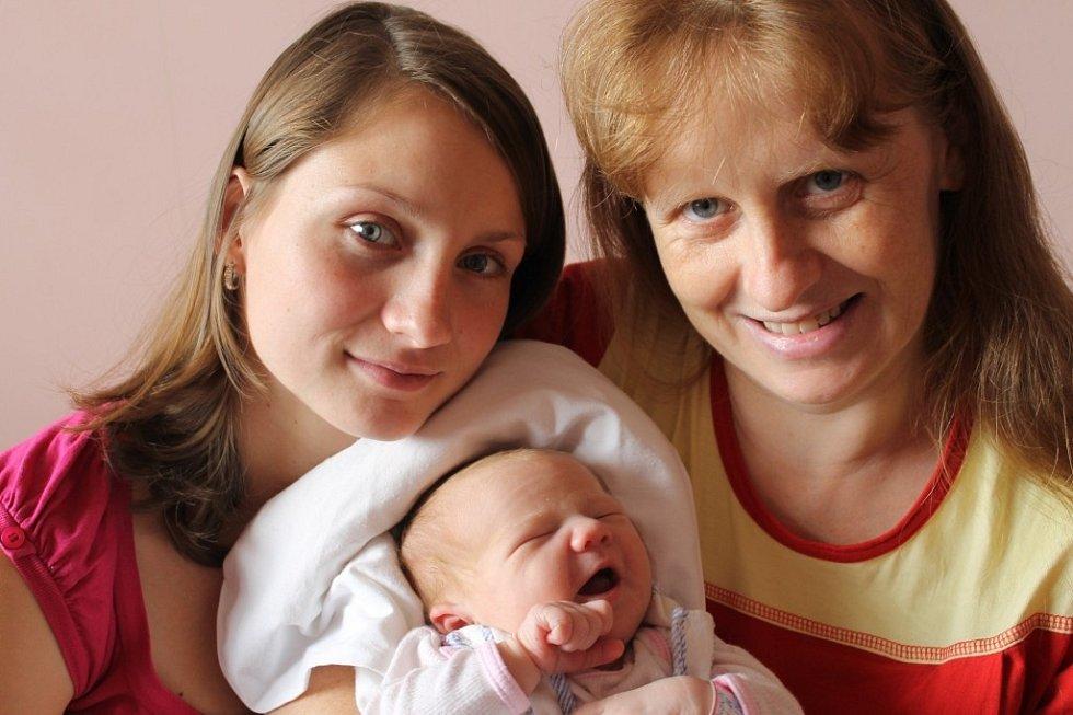 Maminka Simona Čejková a sestra Martina (21) chovají Aničku (3,82 kg, 51 cm), která se narodila 14. 10. v 11:14 ve FN v Plzni. Doma na ně čeká tatínek Zdeněk Votípka a sourozenci Kačka a Lenka (18), Verča (21) a Natálka (9)