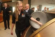Účastníci soutěže Master Bartender si zkusili v pivovaru vaření piva