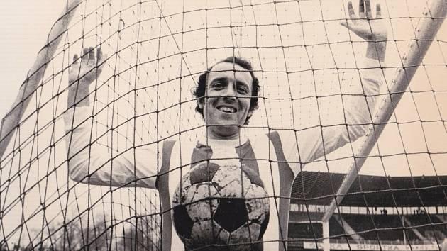 Kanonýr Stanislav Štrunc poté, co nastřílel sto ligových gólů.