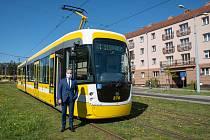 """Do konce roku získají Plzeňské městské dopravní podniky pět nových tramvají EVO2 z Krnovských opraven a strojíren. """"Tyto zcela bezbariérové tramvaje postupně nahrazují první generaci částečně nízkopodlažních tramvají typu Astra,"""" říká Roman Zarzycký, 1. n"""