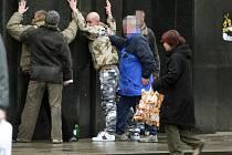 Policie již během dopoledne zadržela tři cizince, kteří hajlovali na náměstí Republiky