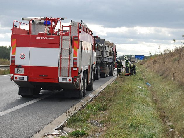 Požár tatry na přivaděči ve směru z Plzně na Přeštice
