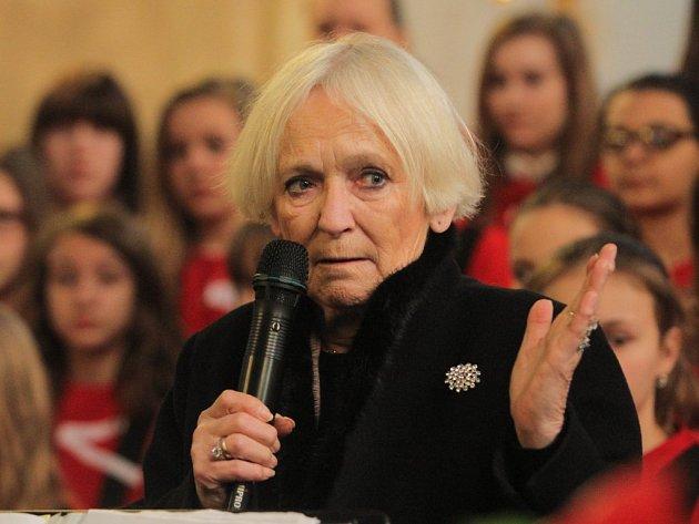 Zakladatelka Hnutí na vlastních nohou - Stonožka. Běla Gran Jensen přišla s nápadem založit humanitární a mírovou organizaci, v níž děti pomáhají jiným dětem, v roce 1990.