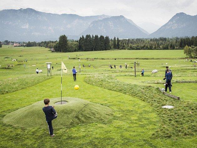 Na snímku je fotbalgolfové hřiště v Německu. Podobné se připravuje na Košutce v Plzni.