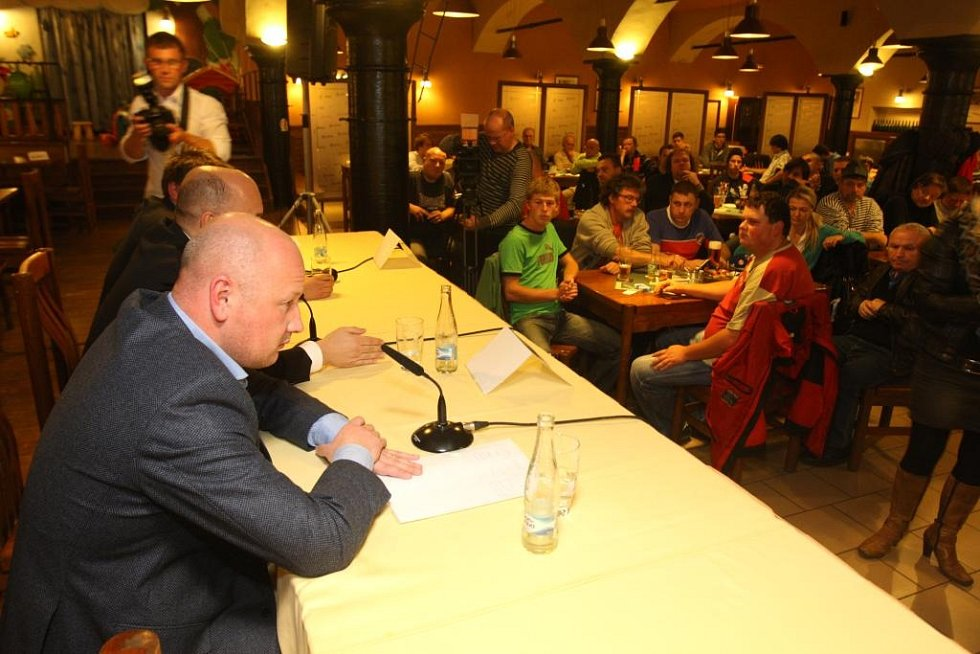 Debata vedení klubu FC Viktoria Plzeň s fanoušky
