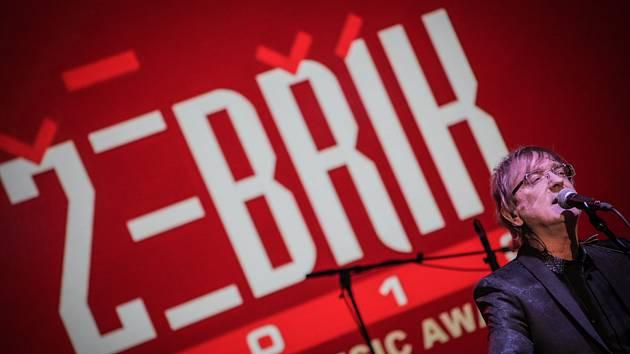 Do devětadvacátého ročníku vstoupila se začátkem roku hudební anketa Žebřík. Na slavnostním předání cen, kdy budou vyhlášeni i vítězové loňského ročníku, vystoupí v květnu v DEPO 2015 v Plzni i Miro Žbirka s kapelou.