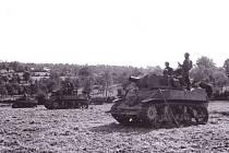 Průzkumníci 4. obrněné divize třetí armády generála Pattona operují v září 1944 v oblasti francouzského města Méty ležícího na soutoku řek Mosela a Seille